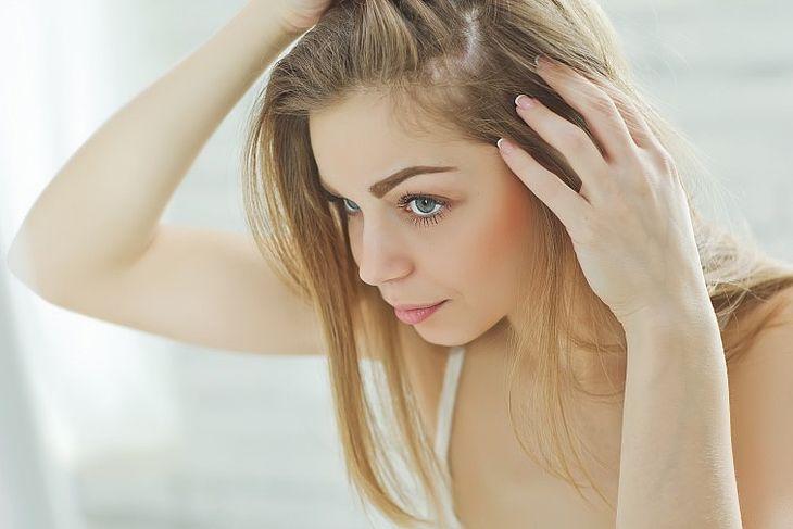 wypadanie włosów ile trwa
